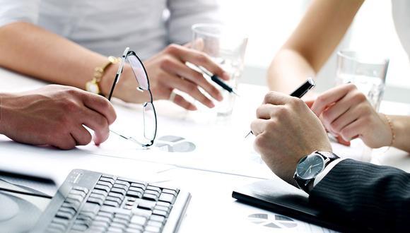 Foto 10 | Conoce a tus clientes potenciales. Una startup no existe sola en la mente del emprendedor. Ésta se encuentra en el paisaje de los consumidores y clientes potenciales. Si va a haber personas comprando y usando tu producto tienes que saber todo de ellos ya que tu negocio sobrevivirá con base en esa recepción de tus servicios.