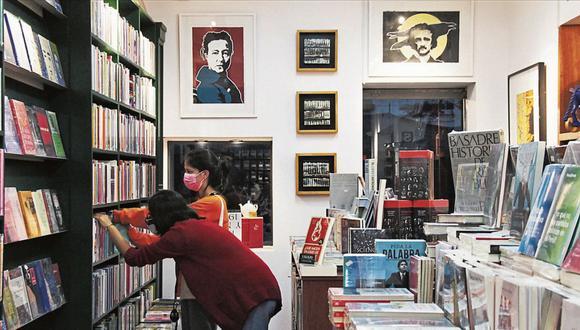 Distribución. Vallejo Librería Café cuenta con la distribuidora de libros Heraldos Negros que representan 67 sellos editoriales de España, Chile, Colombia, entre otros. (Foto: Difusión)