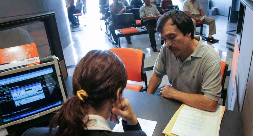 Trabajadores que no están en planilla podrán retirar hasta S/ 2,000 de sus AFP. (Foto: Andina)