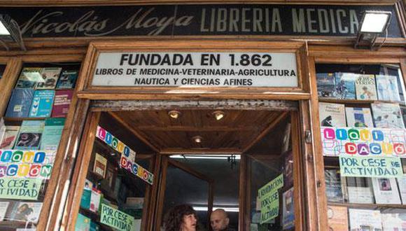 La crisis y la venta en internet acaban con la librería más antigua de Madrid. (Foto: EFE)