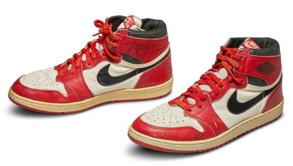 Este par, con el autógrafo de Jordan, se vendió por US$ 560,000 en una subasta el mes pasado.