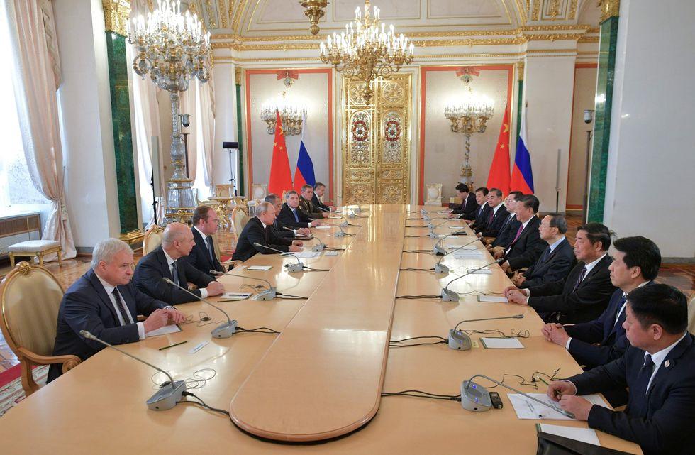 El presidente ruso, Vladimir Putin, se reunió con su homólogo chino Xi Jinping en el Kremlin. (Foto: AFP)