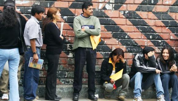 Según el INEI, el ingreso promedio de los hombres se redujo en 2.4% y el de las mujeres en 1.3%. (Foto: USI)