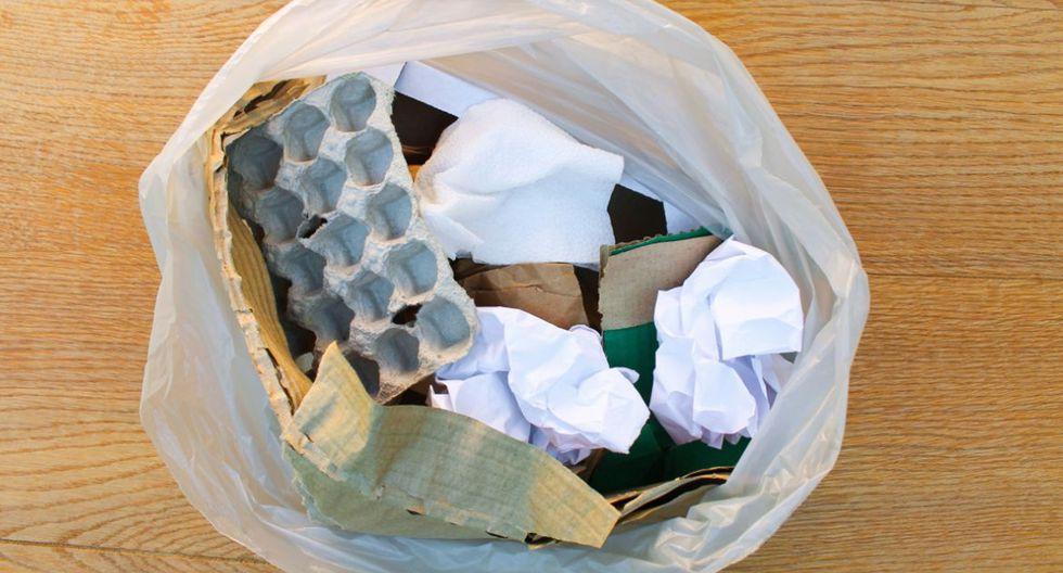 FOTO 9 | No tirar el envoltorio inmediatamente a la basura En cuanto el pedido llegue a tu domicilio, tira el envoltorio, la bolsa o la caja inmediatamente a la basura. El coronavirus puede sobrevivir en la superficie de los objetos durante cierto tiempo. En el caso del plástico, por ejemplo, hasta cinco días o unas 24 horas sobre el cartón. (Foto: Getty Images).