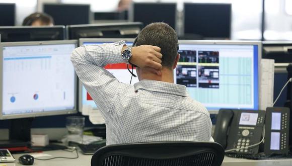 La coyuntura está llevando a muchos clientes patrimoniales de los diferentes bancos a sacar parte de sus posiciones al mercado internacional. (Foto: Reuters)