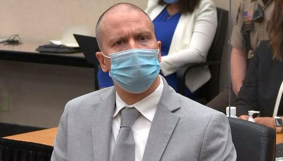 Imagen muestra al ex policía Derek Chauvin escuchando su sentencia en el Centro de Gobierno del Condado de Hennepin, el 25 de junio de 2021, en Minneapolis, Minnesota. (AFP/COURT TV).