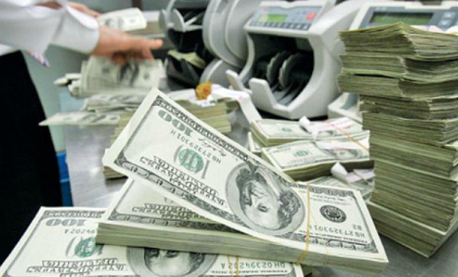 El dólar cerró a la baja el viernes. (Foto: AP)