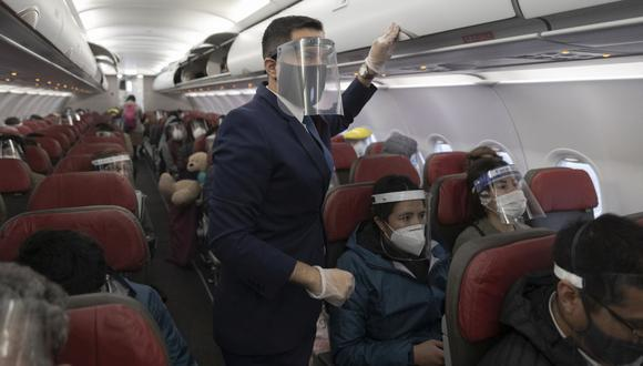 El ministro Jorge Chávez dijo que el Gobierno se encuentra trabajando en los lineamientos sectoriales necesarios para evitar la propagación y contagios de COVID-19 en los vuelos internacionales. (Foto: Renzo Salazar / GEC)