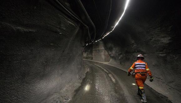 Chile, que aglutina el 28% de la producción mundial de cobre y que pese a la pandemia no ha detenido sus operaciones, produjo 5.7 millones de toneladas en el 2019, por debajo de la cifra récord de 5.8 millones del 2018. (Foto: EFE)