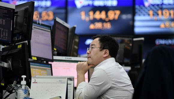 Los diferenciales de los bonos en dólares de Asia se mantuvieron sin cambios el jueves, según un operador. (Photo by Jung Yeon-je / AFP)
