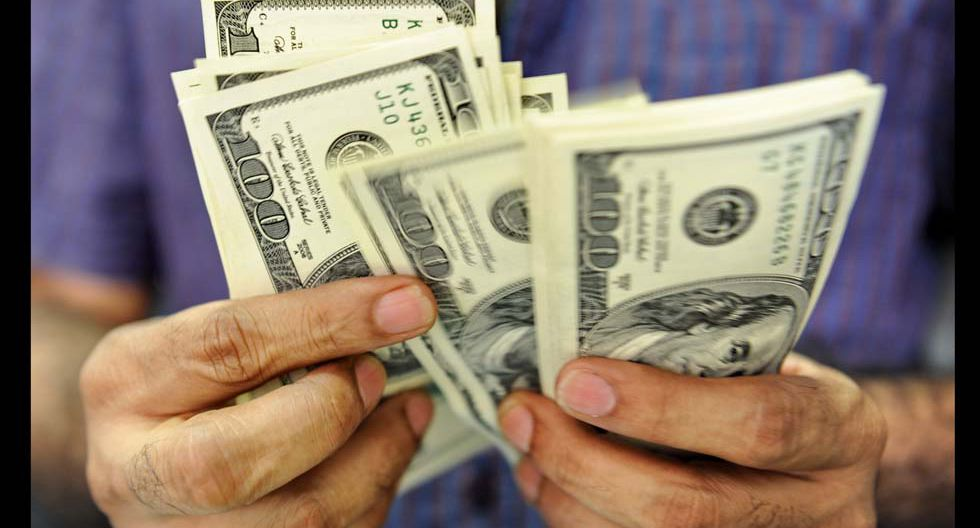 FOTO 8   Inversión promedio de viaje: En promedio los viajeros electrónicos peruanos asignan en destinos internacionales de US$ 500 a US$ 800 para vuelo y Hotel. Mientras en viajes nacionales invierten en promedio US$ 100 a US$ 150 por los mismos concepto