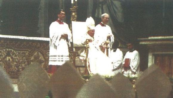 El Papa Juan Pablo II clausuró ayer el Sínodo sobre la vida de los religiosos, en el cual los obispos coincidieron en que las mujeres deben tener mayor responsabilidad en la Iglesia Católica. (foto AFP)