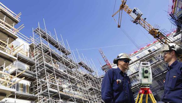Foto 4 | 15. Construcción e ingeniería: 8 multimillonarios. La industria de la construcción e ingeniería solo ha producido 8 multimillonarios, de los cuales solo uno es mujer. Suiza es el único país con dos multimillonarios en el top 500 y Diane Hendricks, cofundadora y presidencia de ABC Supply, es la única estadounidense en la lista. El miembro más rico en el mundo de la construcción e ingeniería es Pallonji Mistry.