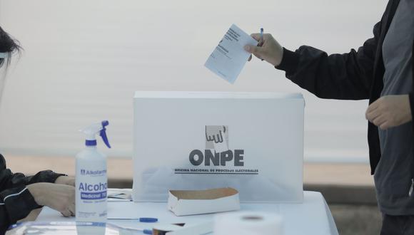 Conteo de votos realizado por la ONPE. (Foto: Renzo Salazar / @photo.gec)
