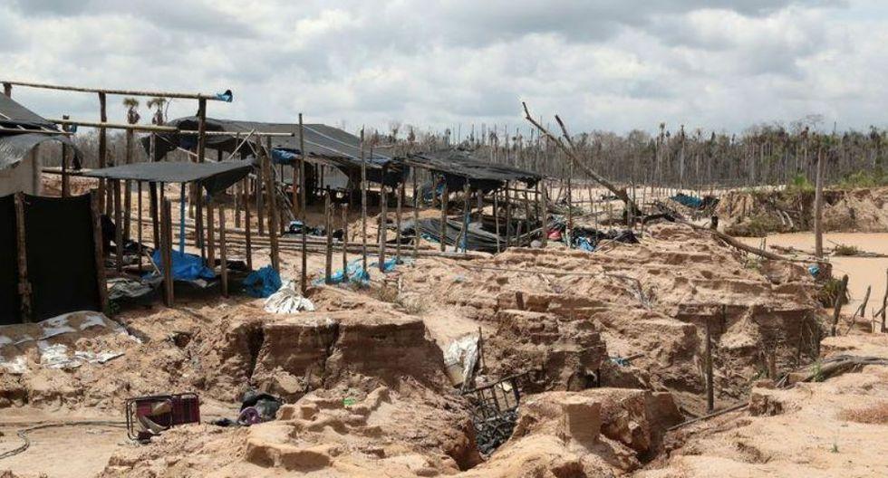 Un campamento en una mina de oro informal se ve durante una operación militar para destruir maquinaria ilegal en Madre de Dios. (Foto: Reuters)