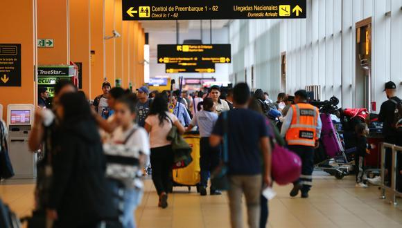 Todas las personas que aborden vuelos internacionales deberán realizarse pruebas moleculares de coronavirus. (Foto: Hugo Curotto | GEC)