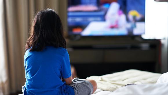 Para los adultos en los hogares con niños menores de 13 años, eso significó que el tiempo dedicado a cuidarlos pasó de cinco horas y cuatro minutos al día en el 2019 a seis horas y tres minutos el año pasado, incluso si eso significaba atender también llamadas de trabajo.(Foto: Difusión)