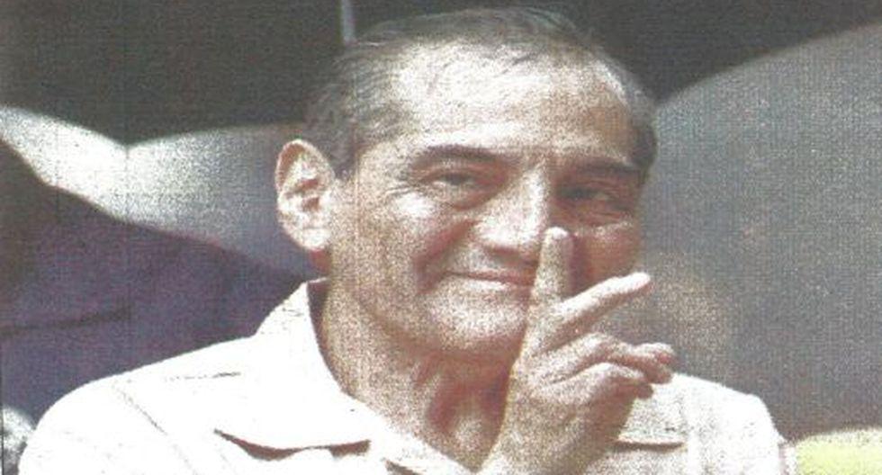 """Carlos Manrique, al ingresar a la Corte Federal de Florida, sonríe y muestra la """"V"""" de la victoria. Aparentemente confía en que no será extraditado. (Foto Reuter)."""