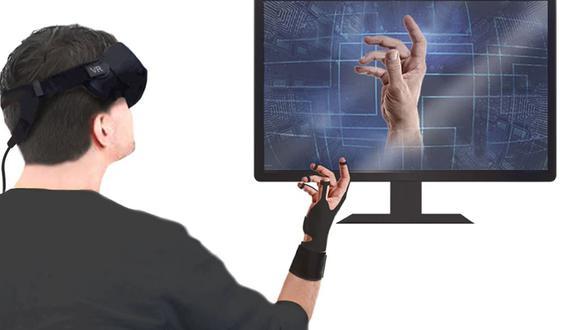 El guante transmite el movimiento de la mano del usuario a la realidad virtual, transmitiendo el estímulo al usuario, haciéndole creer que ha tocado algo. (Foto: Nature)