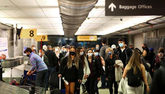 El miércoles, el aeropuerto de Denver, en Colorado, estaba repleto de viajeros que se aprestaban a aprovechar los días feriados para visitar a sus familiares.   REUTERS/Kevin Mohatt