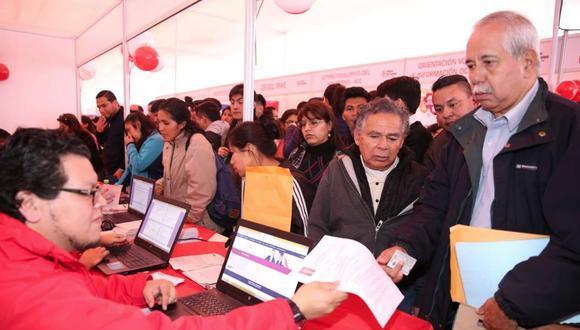 Feria laboral inaugurada hoy por el viceministro de Empleo, Javier Palacios (foto: MTPE).