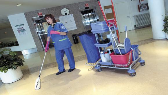Tercerizar el servicio de limpieza permite que las grandes y medianas empresas ahorren hasta un 14% en costos operativos.