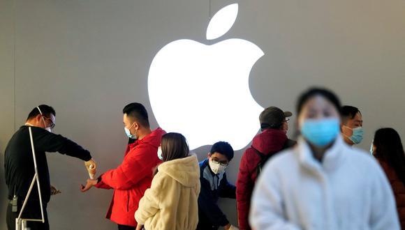 Las aplicaciones con el mayor número de descargas en el 2020 fueron Zoom y Disney+, informó Apple. REUTERS/Aly Song/File Photo