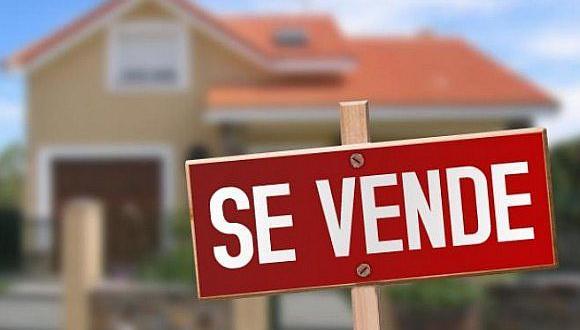 Se puede vender los inmuebles de manera directa o a través de un tercero, en este caso mediante el agente inmobiliario. (Foto: Difusión)
