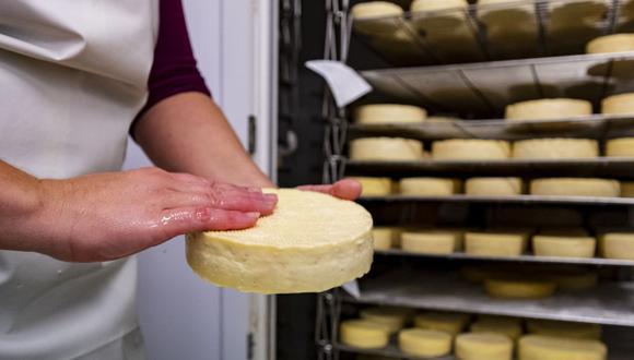 La parcial ausencia de los quesos importados fue cubierta con la venta de los nacionales. (Foto referencial / AFP).