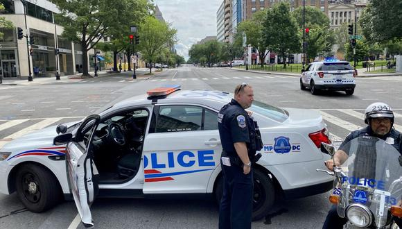 Oficiales de policía en Washington DC. Las fuerzas del orden en Estados Unidos se encuentran en el ojo de la tormenta por el uso excesivo de la fuerza en la detención de ciudadanos afroamericanos. (Foto: Daniel SLIM / AFP)