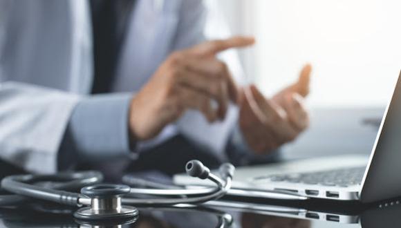 La telemedicina es la atención médica por vía remota, frecuentemente con una conexión en video con el teléfono celular o la tableta del paciente. (Foto referencial: Shutterstock)