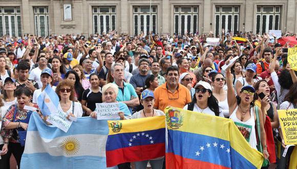 Aunque no es el país latinoamericano que mayor cantidad de migrantes venezolanos alberga, su llegada a Argentina ha crecido exponencialmente. De 2,278 en el 2013 suman ahora cerca de 170,000. (Foto: EFE)