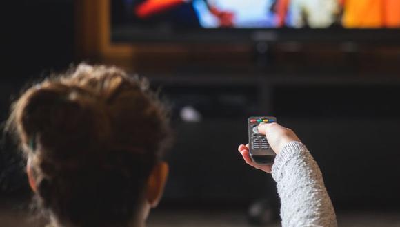 Más y más personas están abandonando el plato y yéndose a la transmisión digital. (Foto: Shutterstock)