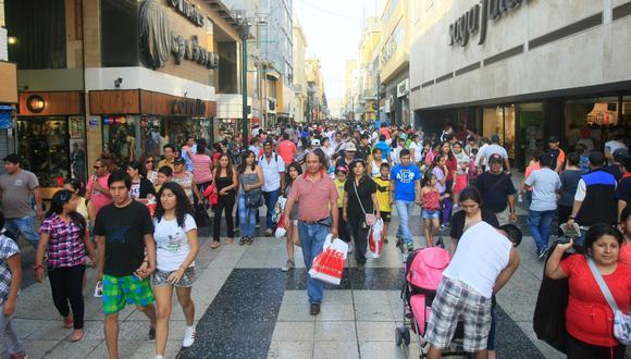 24 de setiembre del 2010. Hace 10 años - Limeños compran cada 15 días en tiendas por departamentos. Setenta marcas nacionales de confecciones abastecen a Ripley.