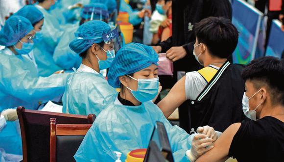 Hasta el momento las vacunas contra el coronavirus solo estaban siendo administradas a adultos en China, y ya se han inyectado más de 845 millones de dosis a unos 622 millones de personas en el país. (Foto: AFP).