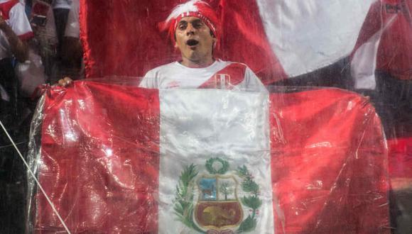 Hinchas peruanos, emocionados por el regreso del Perú a un Mundial. (Foto: AFP)