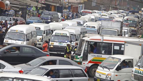 FOTO 8 | Se estima que hay 100,000 vehículos que no cuentan con autorización pero que brindan servicio de manera informal. (Foto: Difusión)