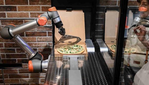 Robots entran a la cocina aportando velocidad y precisión. (AFP)