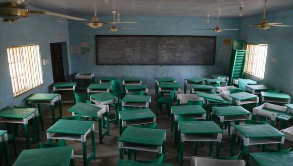 Esta fotografía muestra un aula desierta en la Escuela Secundaria para Niñas del Gobierno, el día después del secuestro de más de 300 escolares por hombres armados en Jangebe, una aldea en el estado de Zamfara. (Kola Sulaimon / AFP)