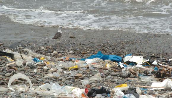 El Ministerio del Ambiente pidió disminuir el uso del plástico a fin de evitar la contaminación de los mares. (Imagen referencial/Archivo)