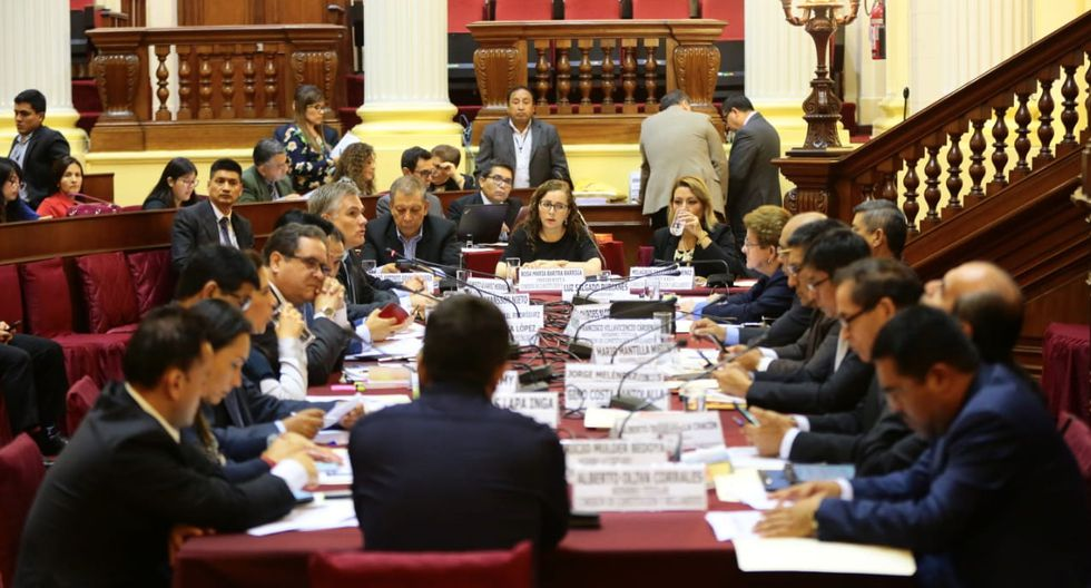 Plazo. La Comisión de Constitución debe aprobar los proyectos de la reforma política antes de julio.