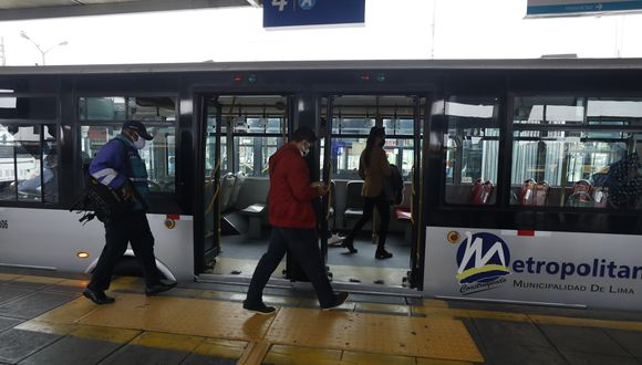 En los buses del Metropolitano se han reducido el aforo para evitar los contagios de COVID-19. ( Foto: Municipalidad de Lima)