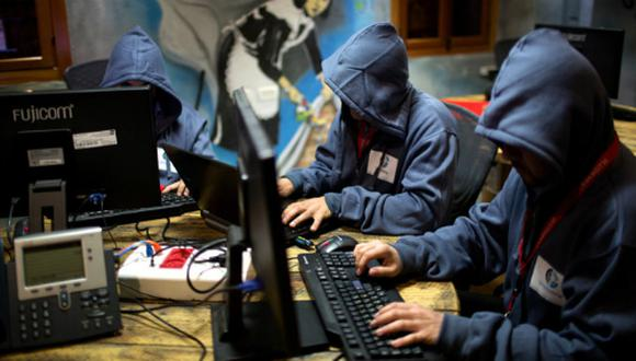 Los hackers se aprovechan de sistemas débiles para generar nuevos ataques. (Foto: AFP)