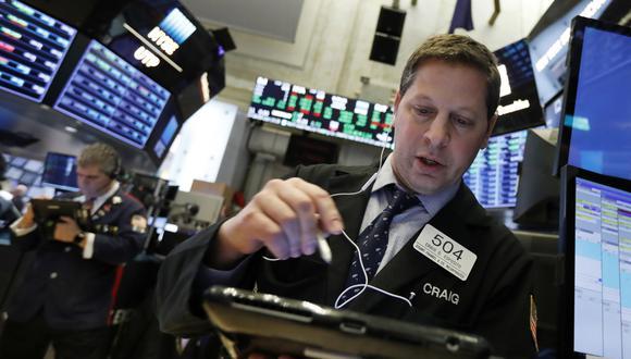 El Dow Jones restó83.97 puntos durante la jornada de este lunes.(Foto: AP)