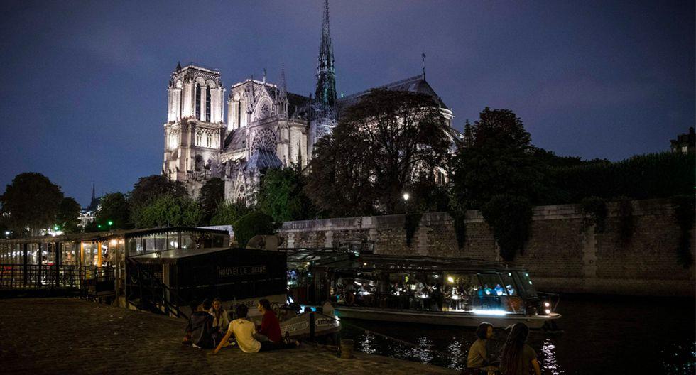 FOTO 1 |Notre Dame de noche La catedral de Notre Dame, vista desde las orillas del Sena en París, en setiembre pasado. Fotógrafo: PHILIPPE LOPEZ / AFP / Getty Images