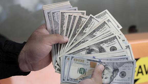 En el mercado paralelo o casas de cambio de Lima, el tipo de cambio se cotizaba a S/ 3.960 la compra y S/ 3.990 la venta de cada dólar. (Foto: Jessica Vicente / GEC)