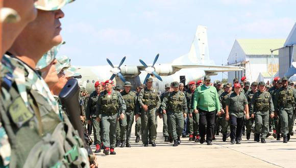 Nicolás Maduro y el apoyo militar. (Foto: EFE)