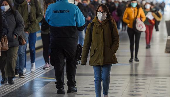 Pese al incremento de contagios las cifras de Argentina- 52,457 positivos, de los cuales 1,167 fallecieron- están muy lejos de las registradas en países vecinos como Chile y Brasil.