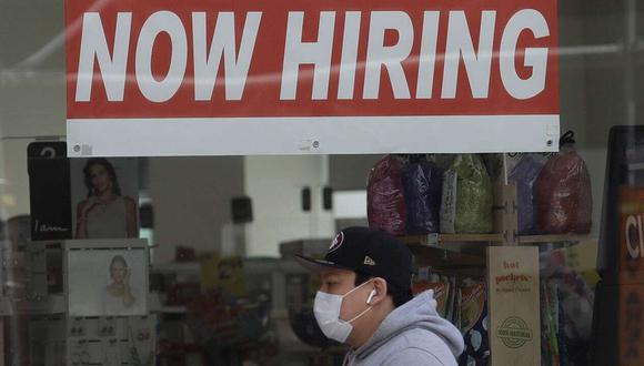 A medida que las empresas comienzan a contratar de nuevo, las solicitudes de prestaciones existentes podrían ser un mejor indicador. (Bloomberg)