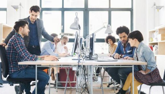 Algunas importantes empresas que hoy conocemos comenzaron siendo startups, por ejemplo: Amazon o Facebook. (Foto: Shutterstock)